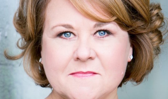 Wendi Peters will play Queen of Hearts in the 2017 tour of Wonderland.