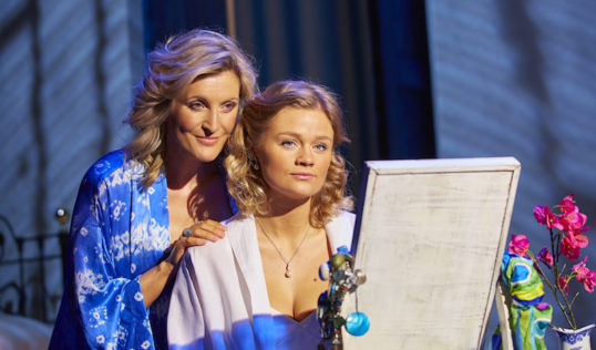 Sara Poyzer (Donna Sheridan) and Lucy May Barker (Sophie). Photo: Brinkhoff/Mögenburg
