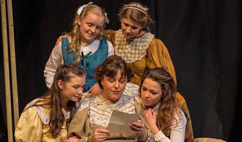 Hanna Ward, Ashley Davis (rear); Kirsten Keggie, Lesley Ward and Ruth Hutton (front). Pic Shoots Theatre